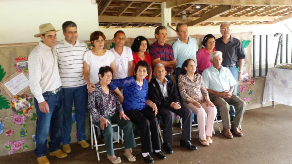 Filhos e irmãos de José Nicolau. Os irmãos, da esquerda para a direita: Viana (viúva de Adelino), Geralda (= Fia), Iracema e Antônio Mariano (Tonico)