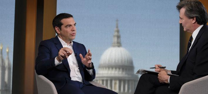 Στιγμιότυπο από τη συνέντευξη Τσίπρα στο Bloomberg (Φωτογραφία: EUROKINISSI/ΓΡ. ΤΥΠΟΥ ΠΡΩΘΥΠΟΥΡΓΟΥ/ANDREA BONETTI)