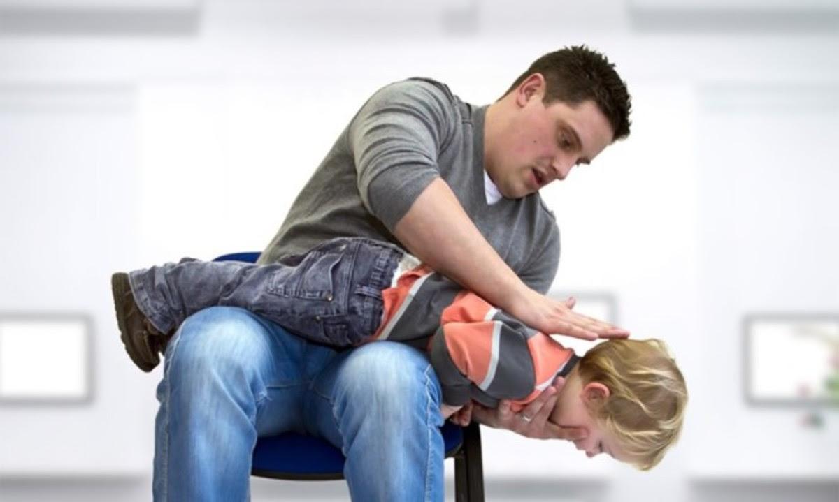 Πνιγμός από αντικείμενο: Οι κινήσεις που σώζουν το παιδί [vid]   Newsit.gr