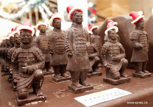 Bakers in Xi'an prepare chocolate army for Christmas - CCTV News - CCTV.com English