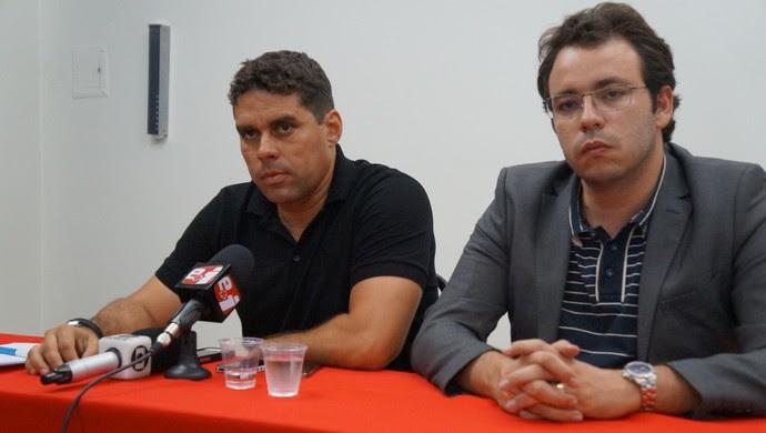 Leandro Sena - advogado Canindé Alves (Foto: Augusto Gomes/GloboEsporte.com)