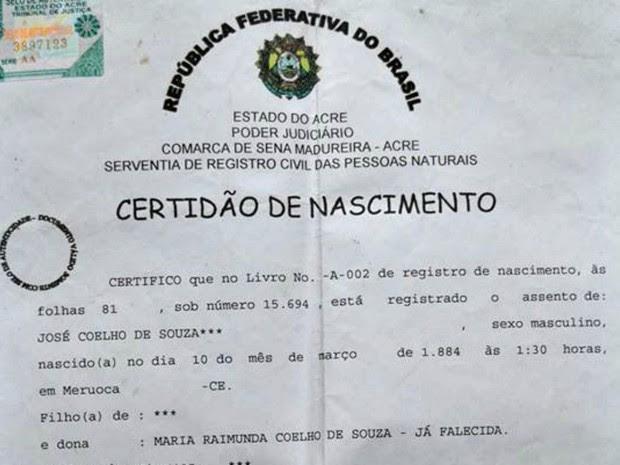Certidão de nascimento de Souza, que comprova sua idade de 131 anos  (Foto: Alexandre Santana/Arquivo pessoal)