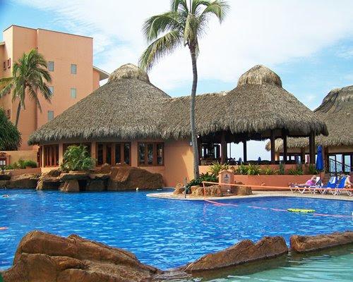 Vacation Internationale Torres Mazatlán Details : Hopaway ...