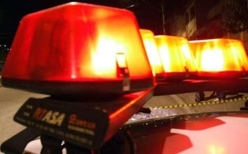 Homem mata esposa a facadas e foge com filho no norte do Paraná