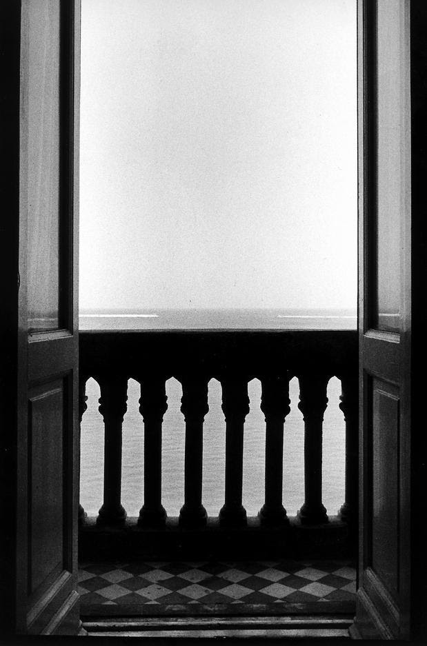 @ Ralph Gibson, Balcony Looking Out, 1989