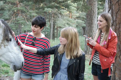 Pili, Raquel, Laura y el caballo
