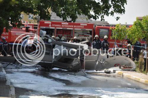Askeri uçak sokak arasına düştü