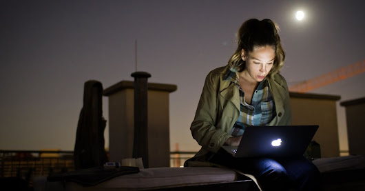 Moonlighting: 5 tips from entrepreneurs who've been there