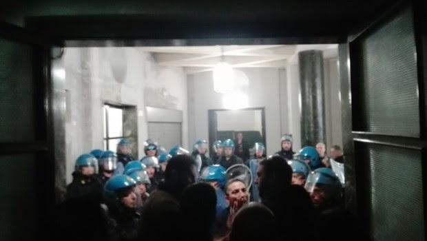 da liberopensiero.eu NAPOLI. Durante il corteo per il NO al referendum, i manifestanti hanno provato ad occupare la sede provinciale del Partito Democratico in Piazza Carità. Questi, però, sono stati […]