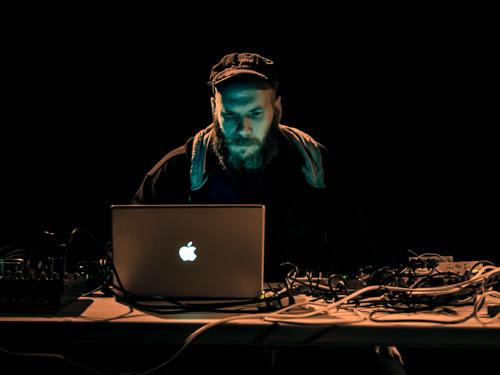http://downtownmusic.net/images/6/6ae238eb37d38639e4d69238e774011417a5eca6.jpg