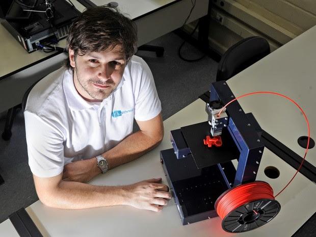 Rodrigo Krug dirige a Cliever Tecnologia, empresa que fabrica impressoras 3D (Foto: Divulgação)