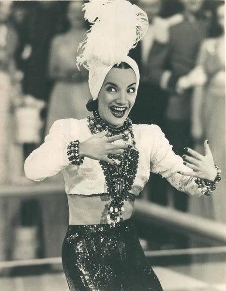 Ficheiro:Carmen Miranda no filme Uma Noite no Rio (1941).jpg