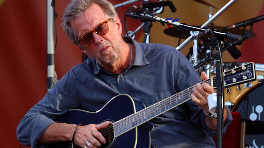 Eric Clapton 'struggles to play guitar' - BBC News