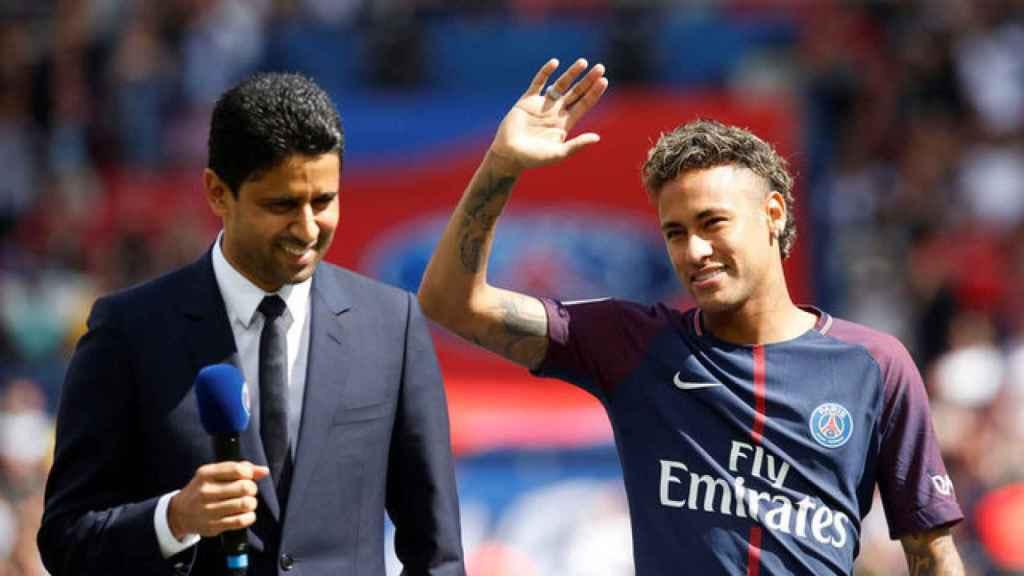 Neymar, junto al presidente del PSG, Nasser Al-Khelaifi.