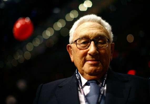 «Είναι παρανοϊκό και πράξη εθνικής ντροπής να υπάρχει νόμος που απαγορεύει ο Πρόεδρος να μπορεί να διατάξει μια δολοφονία.»  Henry Kissinger, 1975