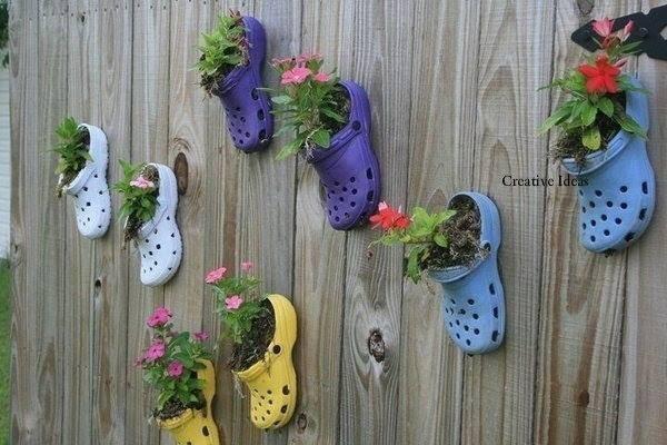 trồng-rau, rau sạch, chai-nhựa, dép-nhựa, chảo-rán, vải, đồ-bỏ-đi, vườn-rau