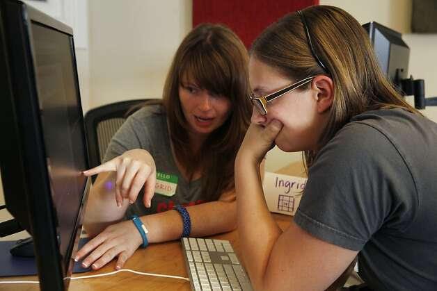 The students start off working in pairs,  like Ingrid Avendao (left) and Ava St. John. Photo: Lea Suzuki, The Chronicle
