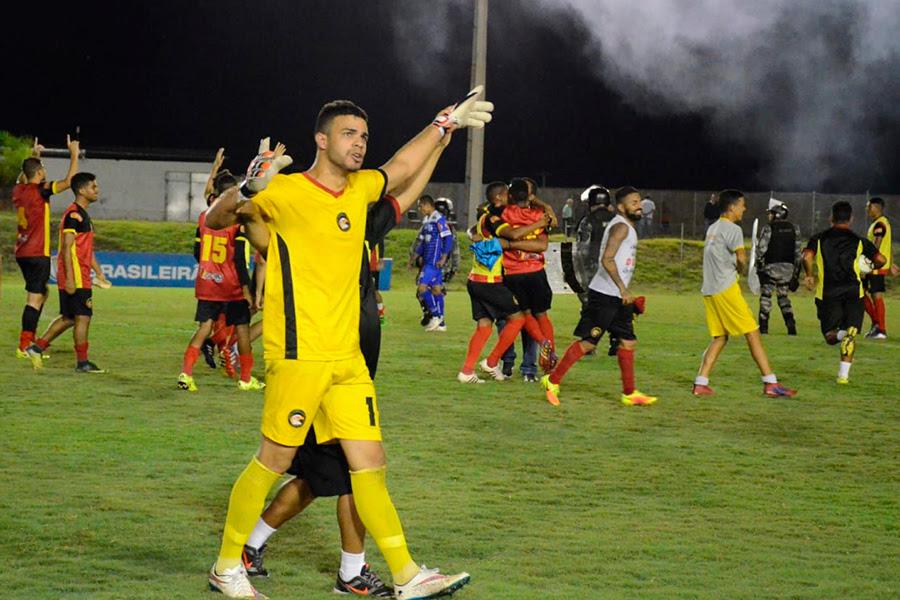 Dasaev brilhou ao defender duas penalidades nas quartas de final que levou o Globo à Série C