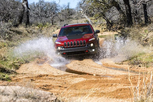 Jeep Cherokee Trailhawk Named 4-Wheeler OTY | NJ Dealer