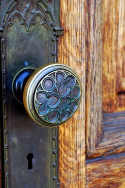 Doorknob photo by andycoan (flickr creative commons)