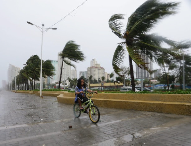O tufão Koppu causou estragos por Manila, capital das Filipinas