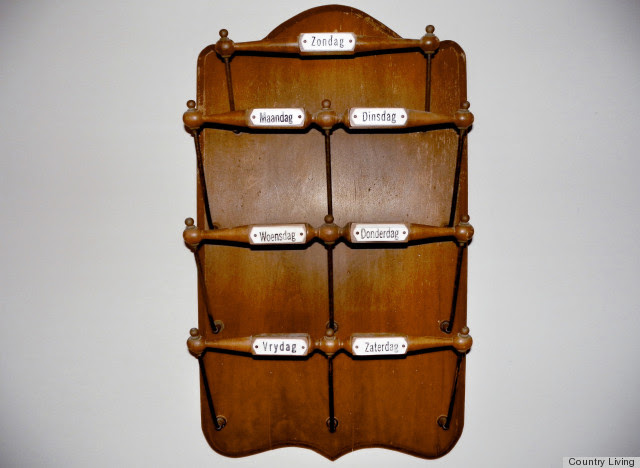 Country Living Appraises A Late-19th-Century Newspaper Rack: What ...