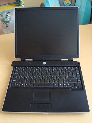 Ремонт ноутбука ASUS M3000. Для разборки, верхняя крышка сдвигается влево.