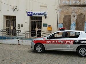 Agência dos Correios é assaltada em Juarez Távora, na Paraíba (Foto:  Altair Silva/TV Paraíba)