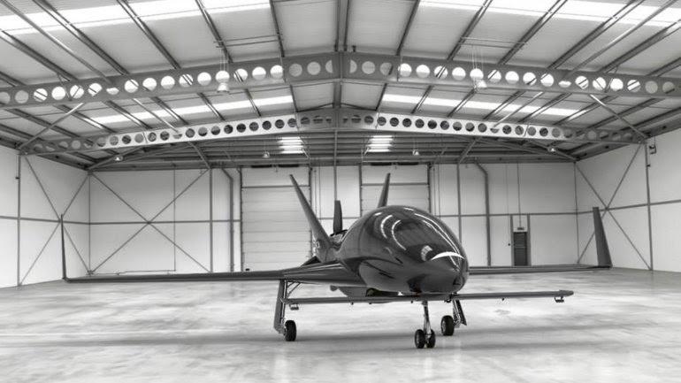 Puede volar a 480 kilómetros por hora impulsado en una distancia de hasta dos mil kilómetros