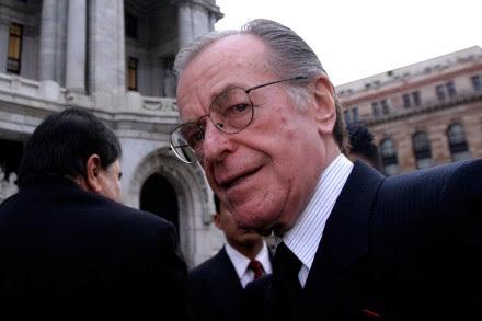 El periodista Jacobo Zabludovsky en un retrato tomado en agosto de 2005 en Bellas Artes. Foto: Fernando Gutiérrez Juárez