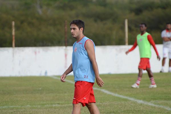 O meio-campo Régis foi destaque do América na reta final da Série B e despertou o interesse de grandes clubes do futebol brasileiro