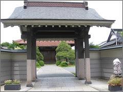 26 modern temple gate