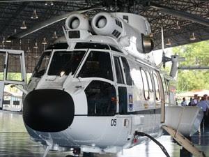 Helicóptero para Dilma tem bancos de couro e capacidade para transportar 10 passageiros (Foto: Priscilla Mendes/G1)