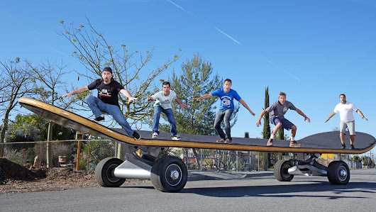 Video: The largest skateboard has wowed police officers and been launched into the air | Guinness World Records
