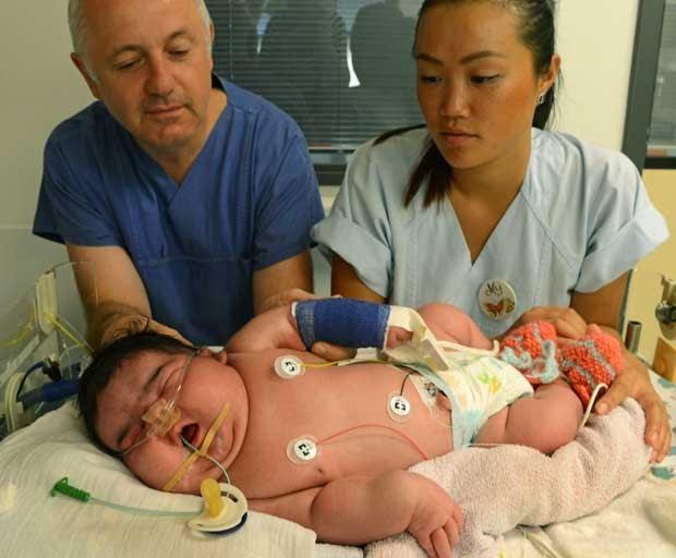Bebê com 6,1 kg nasce na Alemanha (Foto: Waltraud Grubitzsch/ AP)