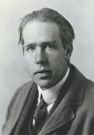 Niels Bohr e a idéia do modelo atômico.
