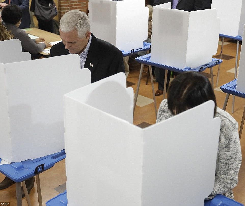 Preenchê-lo: Pence e sua esposa Karen votam juntos em Indiana antes de preparar para voar para Nova Iorque