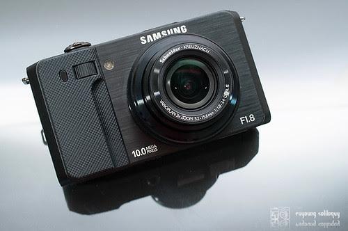 Samsung_EX1_Exterior_01