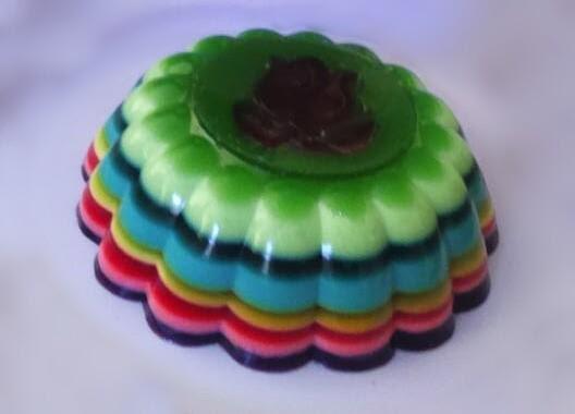 Gelatina colorida em camadas