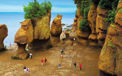 Iconic New Brunswick flowerpot rock collapses