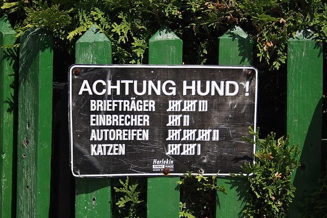 ACHTUNG HUND!