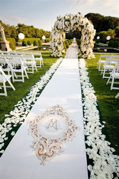 17 Pretty Perfect Ceremony Decor Ideas   Aisle Perfect