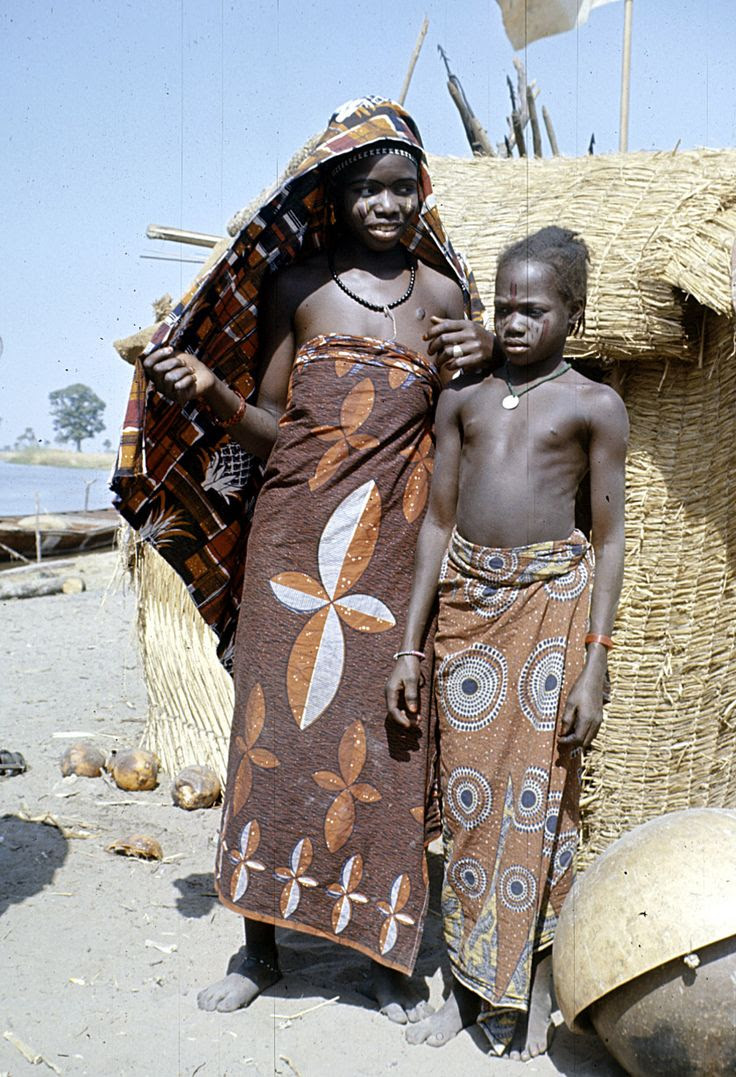 Africa | Dendi girls with facial paint and facial scarification, near Gaya village, Niger | ©Eliot Elisofon.  1970/1