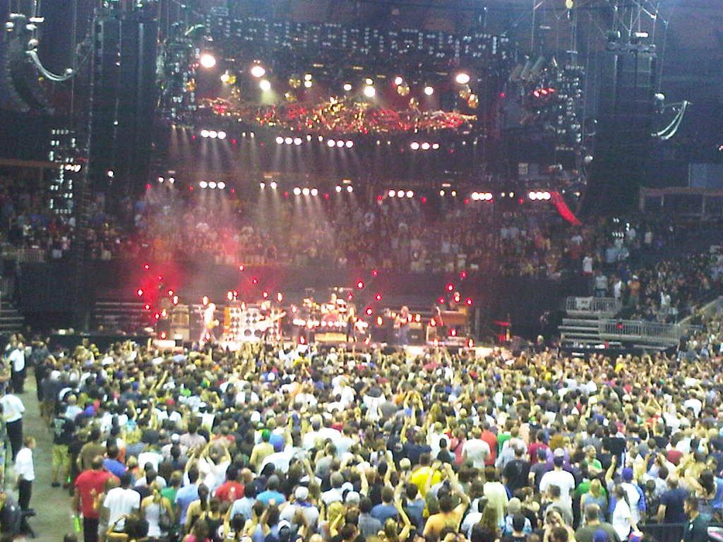 Concert Review Pearl Jam Budweiser Gardens London Ontario Canada With Full Setlist Petehatesmusic