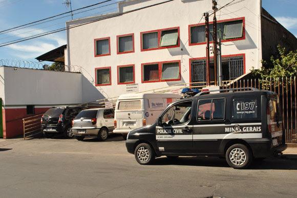 A Polícia Civil esteve na sede administrativa da empresa na manhã desta terça / Foto: Juliana Nunes