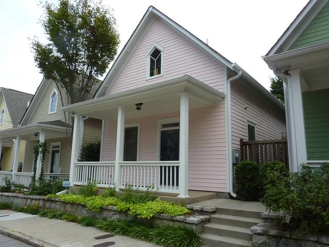 P1110971-2012-09-16-O4W-Tour-of-Homes-Rainbow-Row-oblique-pink-5