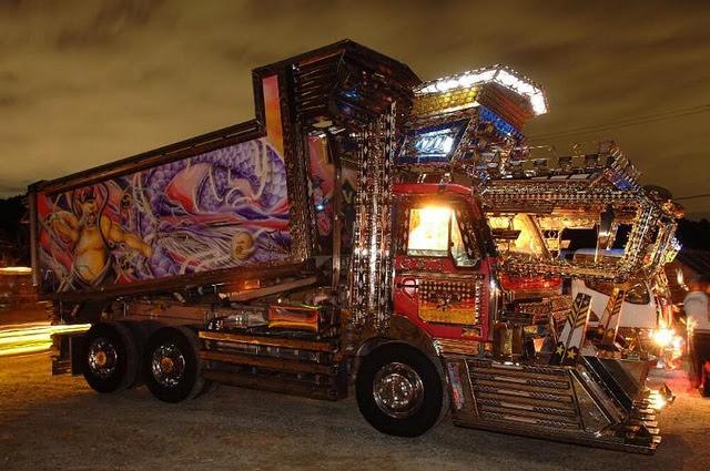 Dekotora art truck from Japan --