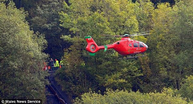 Ένα ελικόπτερο των υπηρεσιών έκτακτης ανάγκης κύκλους του ορυχείου μετά κατέρρευσε