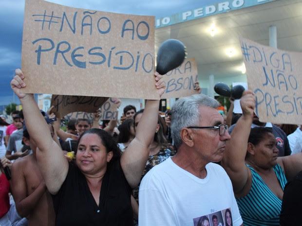 Protesto reuniu moradores de Santana do Seridó e de cidades vizinhas (Foto: Anderson Dantas (Juquinha))