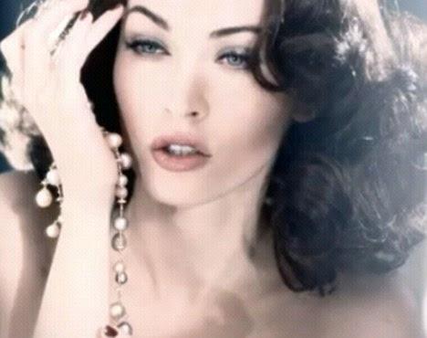 Impecável: Megan Fox estrelas na última campanha para a Armani Cosmetics